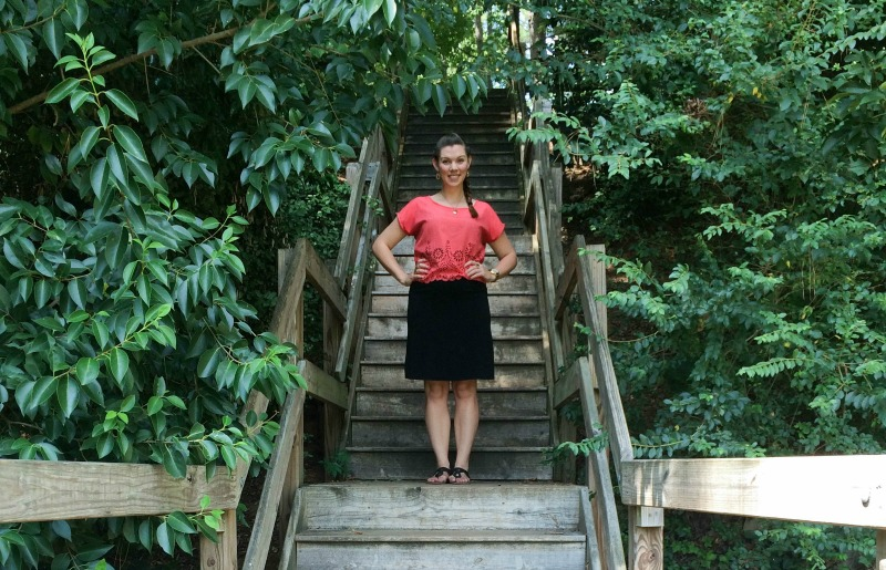The Vogue Voyager - One of the most beautiful places to visit in Raleigh is the Raleigh Rose Garden at Raleigh Little Theatre (RLT). Check out my adventure through the roses!
